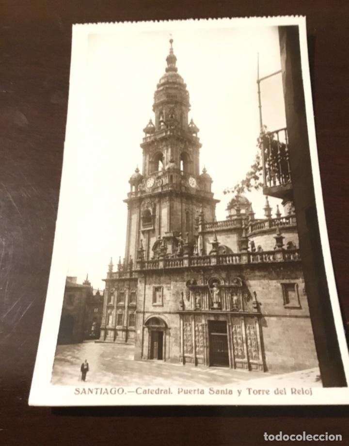 Postales: Antigua postal fotográfica Santiago Catedral puerta Santa y torre del reloj - Foto 2 - 183758252