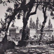 Postales: SANTIAGO DE COMPOSTELA - VISTO DESDE LA HERRADURA (NO. 12) - POSTAL MADRID / FOTO ALFONSO . Lote 183844641