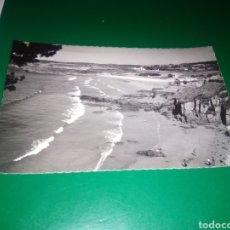 Postales: ANTIGUA POSTAL DE LA CORUÑA. AÑOS 50. PLAYA DE BASTIAGUEIRO. EDICIONES LUJO DE ZARAGOZA. Lote 194220825