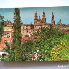 Postales: POSTAL -- SANTIAGO DE COMPOSTELA - CATEDRAL DESDE EL PASEO DE LA HERRADURA -- ESCRITA --. Lote 194273181