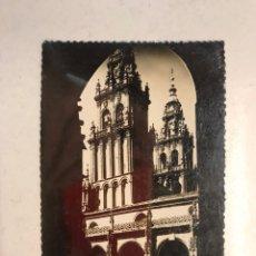 Postales: SANTIAGO DE COMPOSTELA. POSTAL NO.26, CATEDRAL. CLAUSTRO Y TORRES DE OBRADOIRO. (A.1954). Lote 194308386