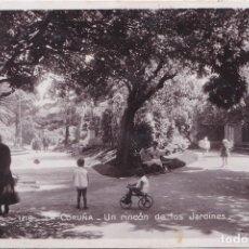 Postales: LA CORUÑA - UN RINCON DE LOS JARDINES. Lote 194663627