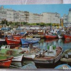 Cartoline: 11 LA CORUÑA DARSENA ED ALARDE SELLO 1976 BARCOS COCHES SEAT PEUGEOT. Lote 202680173