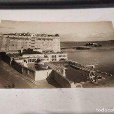 Postales: CORUÑA - POSTAL LA CORUÑA - HOTEL FINISTERRE - RESTAURANTE Y PISCINA LA SOLANA. Lote 205146435
