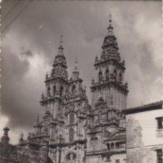 Postales: SANTIAGO DE COMPOSTELA, CATEDRAL, FACHADA DEL OBRADOIRO - EDICIONES LUJO 40 - CIRCULADA. Lote 207255866