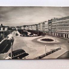 Postales: LA CORUÑA, POSTAL NO.1001, PASEO DE LA MARINA. EDIC. FISA, FOTO A. ABADAL (H.1950?) S/C. Lote 211893663
