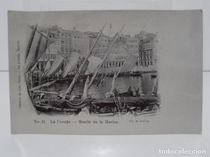 ANTIGUA POSTAL, LA CORUÑA, MUELLE DE LA MARINA, LIBRERIA DE LINO PEREZ, FOT J. GONZALEZ (Postales - España - Galicia Antigua (hasta 1939))