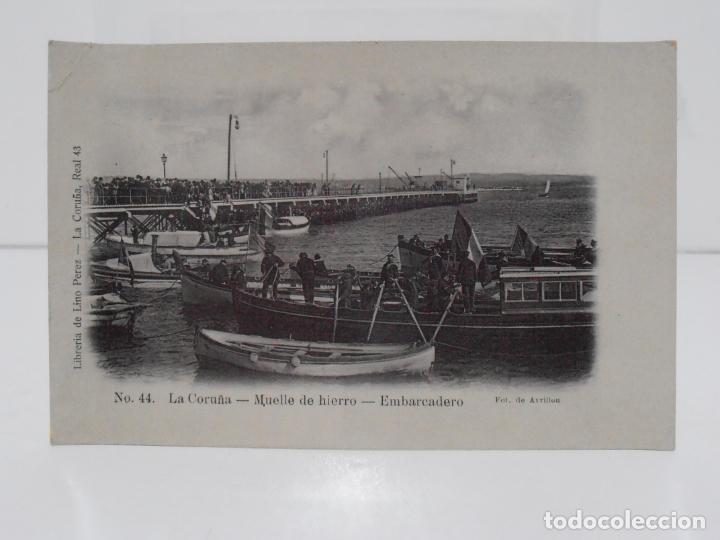 ANTIGUA POSTAL, LA CORUÑA, MUELLE DE HIERRO,EMBARCADERO, LIBRERIA DE LINO PEREZ, FOT J. GONZALEZ (Postales - España - Galicia Antigua (hasta 1939))