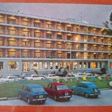 Postales: HOTEL RESIDENCIA NOCTURNA EN ISLA DE LA TOJA 28 ED ARRIBAS COCHES SEAT 850 4 PUERTAS. Lote 218294356