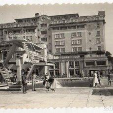 Postales: TARJETA POSTAL LA CORUÑA. LA SOLANA Y HOTEL FINISTERRE. Nº 53. EDICIONES LUJO. AÑO 1959. Lote 218789708