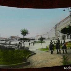 Postales: FOTO POSTAL DE LA CORUÑA, AVDA. DE LA MARINA, N. 103, TOCANDO LA GAITA EL CUARTETO DE MARIÑANS GUISA. Lote 222188783