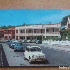 Postales: ANTIGUA POSTAL AÑOS 60. SANXENXO. SANGENJO. VIEJO HOTEL MARYCIELO. SEAT 600. GALICIA. CIRCULADA.. Lote 224621081