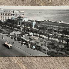 Postales: LA CORUÑA JARDINES DE MÉNDEZ NUÑEZ Y HOTEL EMBAJADOR CIRCULADA 6-8-1954. Lote 239768215