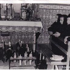 Postales: FOTOGRAFÍA 12 X 18 CM ACTO RELIGIOSO ALREDEDORES DEL CASTILLO DE TRONCOSO MONDARIZ PONTEVEDRA ???. Lote 244004470