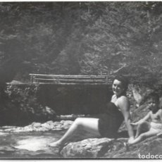 Postales: == HH681 - FOTOGRAFIA - SEÑORA CON SU NIÑO - ORDESA 1956. Lote 245509405