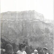 Postales: == HH697 - FOTOGRAFIA - SEÑORA CON SUS NIÑOS EN ORDESA 1956. Lote 245509750
