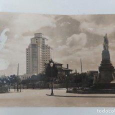 Postales: ANTIGUA POSTAL DE VIGO - RESIDENCIA Y PLAZA DE ESPAÑA - CON EL MONUMENTO A LOS HÉROES DE LA RECONQUI. Lote 252770190