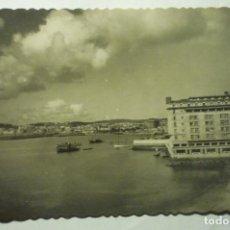 Postales: POSTAL LA CORUÑA-HOTEL FINISTERRE Y VISTA PARCIAL. Lote 253732510