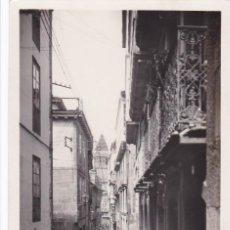 Postales: LA CORUÑA SANTIAGO DE COMPOSTELA CALLE GELMIREZ. ED. FOTO ROISIN Nº 98. SIN CIRCULAR. Lote 263068675