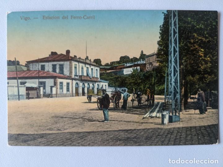 VIGO GALICIA POSTAL COLOR BARNIZADA AÑOS 20 ESTACION DEL FERRO-CARRIL TREN FERROCARRIL (Postales - España - Galicia Antigua (hasta 1939))