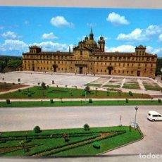 Postales: POSTAL MONFORTE DE LEMOS CONVENTO NTRA SRA ANTIGUA ESCOLAPIOS RENAULT FURGONETA ED ARRIBAS AÑOS 70 S. Lote 289315123