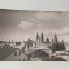 Postales: SANTIAGO DE COMPOSTELA - VISTA PARCIAL - N°2 ED. DARVI. Lote 294808008