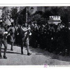Postales: CARLISMO. TERCIO VIRGEN DE LOS REYES DESFILANDO ANTE EL GENERAL QUEIPO DE LLANO SEVILLA JULIO 1936.. Lote 22385053