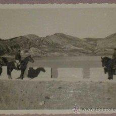 Postales: ANTIGUA FOTOGRAFIA DE MILITARES EN EL FRENTE DE TERUEL - PLENA GUERRA CIVIL 1938 - MIDE 9 X 6 CMS.. Lote 17082628