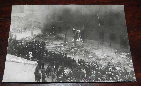 ANTIGUA FOTOGRAFIA DE LA PLAZA PROGRESO TIRSO DE MOLINA - MADRID - VIOLENTA CARGA DE LA FUERZA PUBLI (Postales - Postales Temáticas - Guerra Civil Española)