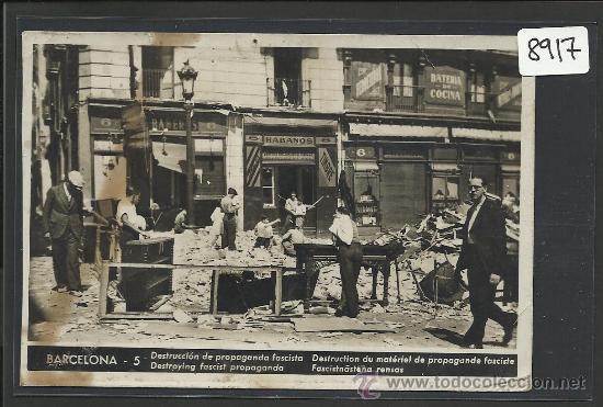 BARCELONA - 5 - DESTRUCCION DE PROPAGANDA FASCISTA - EDICIONES CNT- FAI - (8917) (Postales - Postales Temáticas - Guerra Civil Española)