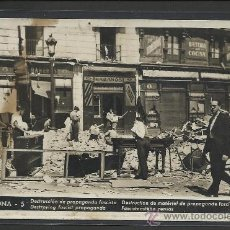 Postales: BARCELONA - 5 - DESTRUCCION DE PROPAGANDA FASCISTA - EDICIONES CNT- FAI - (8917). Lote 30375649