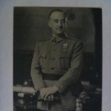 Postales: POSTAL DEL GENERALISIMO FRANCO CON MEDALLA MILITAR INDIVIDUAL , POR JALON ANGEL. Lote 63950691