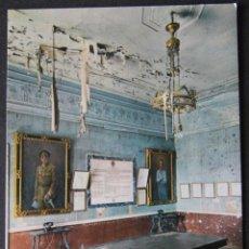 Postales: FOTO-POSTAL DEL ALCAZAR DE TOLEDO AL DORSO CONVERSACIÓN GENERAL MOSCARDÓ CON SU HIJO.23/07/1936. Lote 83562968