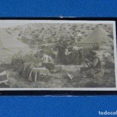 Postcards - POSTAL FOTOGRAFICA GUERRA CIVIL MILICIANO ASEANDOSE , FRENTE DE ARAGON ( MONTE OSCURO 1937) - 93693120