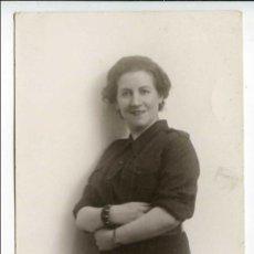 Postales: SECCIÓN FEMENINA DE FALANGE, JEFA PROVINCIAL DE SORIA DE UNIFORME, FOTO SKOGLER, ZARAGOZA, 1940 ?. Lote 102374027
