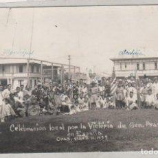 Postales: POSTAL FOTOGRÁFICA CELEBRACIÓN LOCAL POR LA VICTORIA DE FRANCOS EN ESPAÑA ABRIL 1939 FIRMAS. Lote 155102434