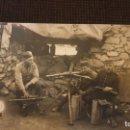 Postales: POSTAL CON SOLDADOS EN TRINCHERA CON EL ARMAMENTO.. Lote 160523558