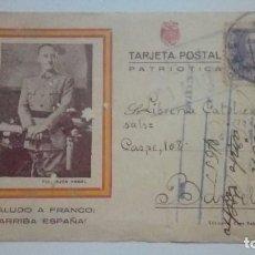 Postales: TARJETA POSTAL PATRIOTICA SALUDO A FRANCO ARRIBA FRANCO CON RETRATO OFICIAL 1939 CIRCULADA. Lote 184356477