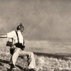 Postales: POSTAL DE LA FOTOGRAFÍA MUERTE DE UN MILICIANO DE ROBERT CAPA. TEMA: GUERRA CIVIL ESPAÑOLA, SIGLO XX. Lote 245897620