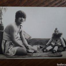 Postales: P-11072. `POSTAL FOTOGRAFICA, MUJER CON MUÑECA. FRANCIA. AÑOS 20.. Lote 198213031