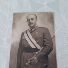 Postais: ANTIGUA TARJETA POSTAL DE EL CAUDILLO FRANCISCO FRANCO. CIRCULADA CON SELLO. EN MUY BUEN ESTADO. Lote 275659328