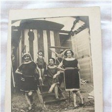 Postales: FOTO POSTAL AÑOS 20 CHICAS EN LA PLAYA. Lote 20883383