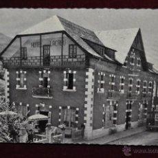 Postales: ANTIGUA FOTO POSTAL DE SALARDU. VALL D'ARAN. LLEIDA. HOTEL LACREU. SIN CIRCULAR. Lote 43048554