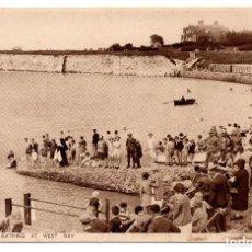 Postales: POSTAL WESTGATE ON SEA . BATHING AT WEST BAY. Lote 86507668