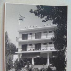 Postales: POSTAL DEL HOTEL DEL LAGO DE BAÑOLAS . 1967 ( POSTAL FOTOGRAFICA ).. Lote 98057495