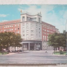 Postales: POSTAL TROQUELADA DEL HOTEL CASTELLANA HILTON. MADRID. AÑOS 70, SIN CIRCULAR.. Lote 139716510