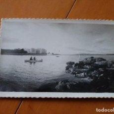Postales: ANTIGUA POSTAL FOTOGRÁFICA DE LA TOJA. PONTEVEDRA. GRAN HOTEL DESDE EL MAR. SIN CIRCULAR.. Lote 143302718