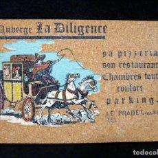 Postales: ANTIGUA POSTAL DE CORCHO, AUBERGE LA DILIGENCE, LE PRADET (FRANCIA), AÑOS 60. Lote 152418270