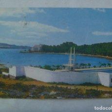 Postales: POSTAL DE LA TOJA ( PONTEVEDRA ) : VISTA DEL GRAN HOTEL DESDE LA PISCINA . AÑOS 60. Lote 176796517
