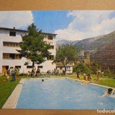 Postales: TORLA. HOTEL NIÑAMALA PISCINA Y AL FONDO IGLESIA MONDANIEGO. ED. SICILIA NUEVA. Lote 180508730